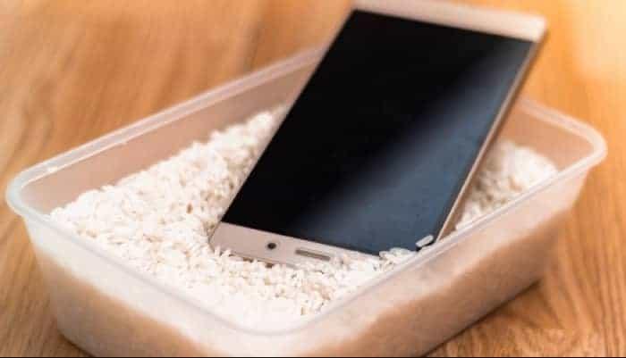 Sumerge el teléfono en arroz